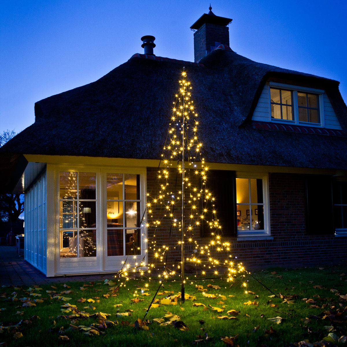 Fairybell entfaltet sich das Lichtspiel im Garten
