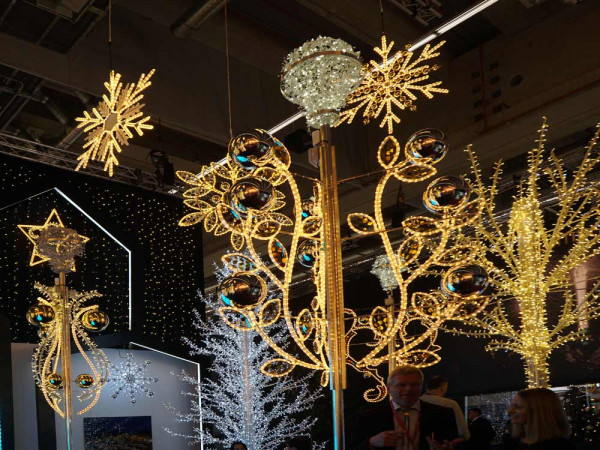 kandelaberbeleuchtung-weihnachtliche-strassenbeleuchtung-apea-weihnachtsbeleuchtung-blog_01