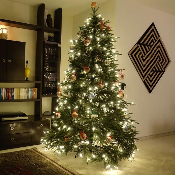 weihnachtsbau-kuenstlich-montage-zweige_12