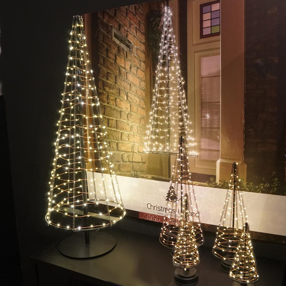 5 Engelshaar-Weihnachtsbäume als Gruppe
