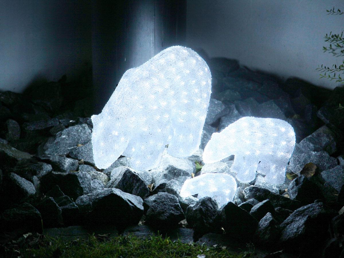 Leuchtende Dekofiguren im Steinbeet