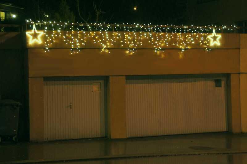 System LED Profi montiert an Geländer über Garage