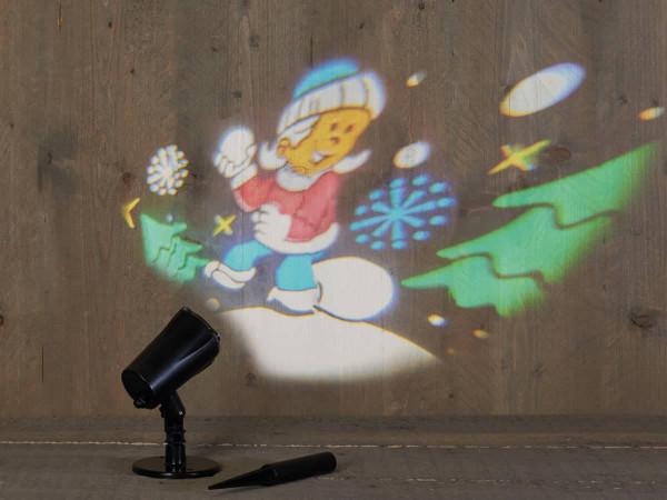 Weihnachtsbeleuchtung Projektor outdoor Kind im Schnee