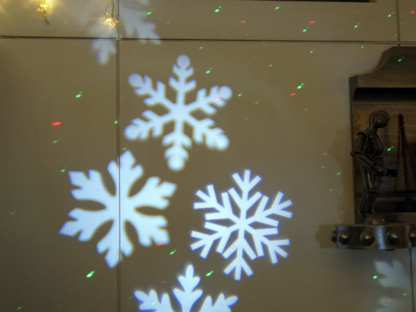 LED Projektor 4 Schneeflocken, Daylight, Outdoor mit Bodenanker, hochwertig Metallgehäuse